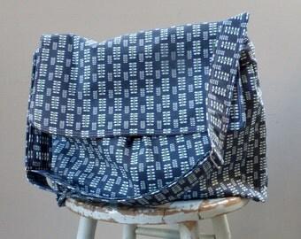Blue Forest Diaper Bag - Messeneger Bag - 6 Pockets - - Key Fob - - Adjustable Strap - Matching Zipper Pouch