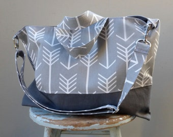 Medium Everything Tote - Grey Arrows - 6 Pockets - Removeable Adjustable Strap