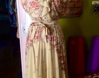 Vintage womens 1970's floral sheer boho/hippie dress. Size M