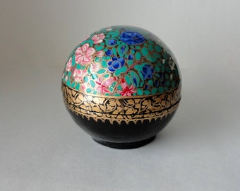 Vintage Round Kashmir Paper Mache Lacquered Trinket Box Wild Flower Garden Blossoms HandPainted Lidded Ball Large Treasure Valet Dresser Box