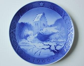 Blackbird at Christmastime - Royal Copenhagen blue and white Commemorative Christmas plate - 1966 Denmark Christmas