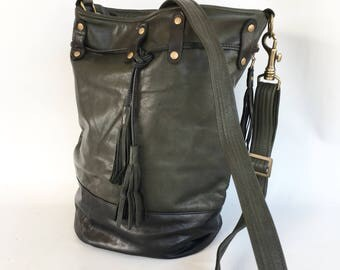 Leather bucket bag No. 014 in 2 tone green/black