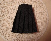 Blythe Tone on Tone Black/Gray Pleated Skirt for Pullip and Vintage Skipper Too