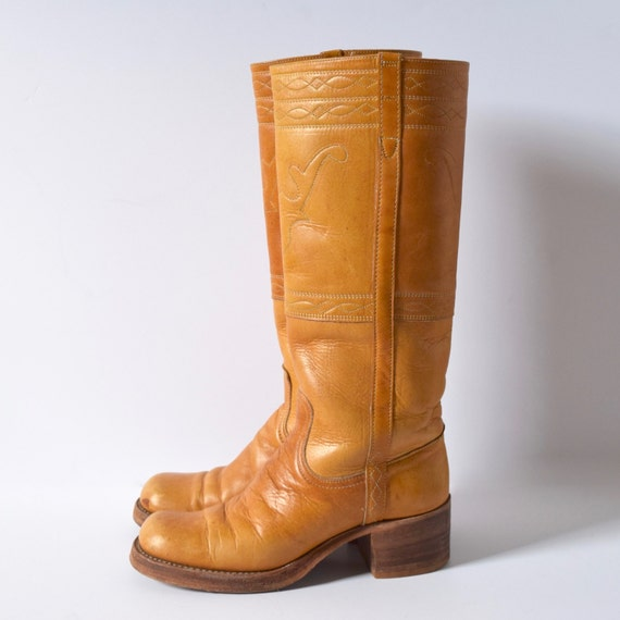 Vintage 70s 80s FRYE Caramel Brown Leather Bullhorn Embroidered Stacked Heel Campus Boots (size 8)