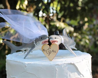 Shark Wedding Cake Topper, Great White Shark Cake Topper, Beach Wedding Cake Topper, Animal Cake Topper, Sea Life Bride and Groom,