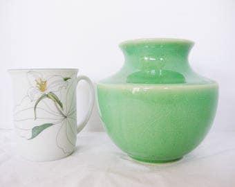 vintage jade green ceramic vase crackle pottery jadite color