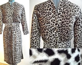 Reserved- DO NOT PURCHASE - 1950s Leopard velvet suit - vava voom sexy hourglass girl bombshell