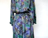 TWO-Piece Dress. Vintage 1960's Silk SKIRT and BLOUSE in a beautiful Print. Size Medium.