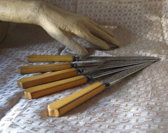 Vintage Plastic Knives - set of five