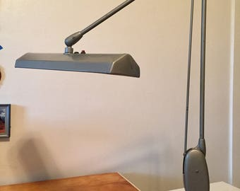 FREE SHIPPING Vintage Mid Century Modern Dazor Model 2134 Floating Articulating Arm Industrial Light EUC