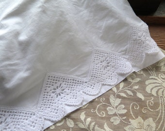 """White Cotton Flat Sheet with Lace Trim In White Vintage Penny's Percale Twin/Full Size 108"""" x 81"""""""