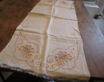 Table runner, floral bouquet motif, all cotton 1940's, crochet edge, good condition