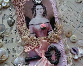 Valentine ornament - pretty pink Queen of Hearts flag - mini wall hanging - NO019