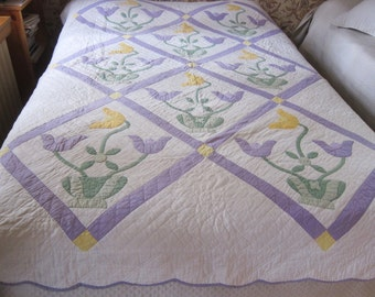 Antique applique quilt, TULIP POT, 1930s quilt.hand quilted. homemade old quilt, farmhouse bedcover.country chic, 30s decor,