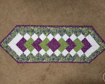 Table runner quilted pieced