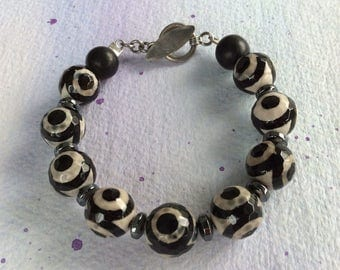 FREE SHIPPING Black Stone Graphic Design Black and White Agate Toggle  Clasp Bracelet