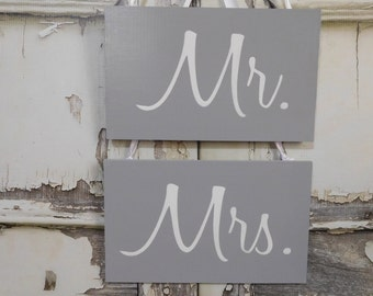 Mr. & Mrs. Wedding Chair Signs / Grey White /  Photo Prop / Rustic Vintage Wedding Decoration / 3 Day Ship (ref mrmrs)