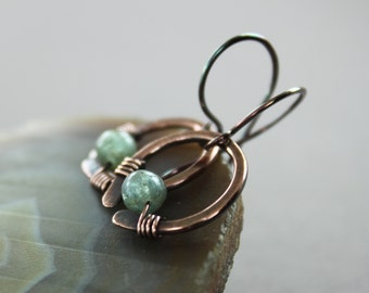 Short cute hoop copper earrings with dark apatite stone - Dangle earrings - Short earrings - Small earrings - Minimalist earrings - ER051
