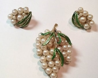 Vintage Brooch Faux Pearl Pin and Clip Earrings Demi Parure Set
