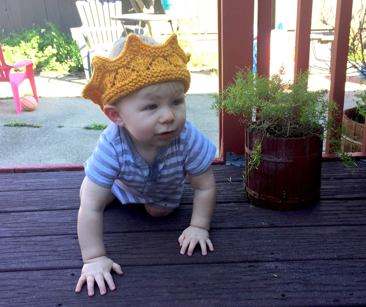 Hand knit crown in baby or child sizes