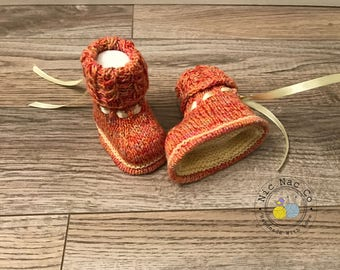 Booties baby (0-3 months), coral and yellow knitted Merino Wool hand