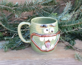 Big Handle Stein Tankard Extra Large Stoneware Pottery Happy Face Mug.Green 24 Oz Coffee Cup Funny Family Gathering Awkward Beer Mugs.