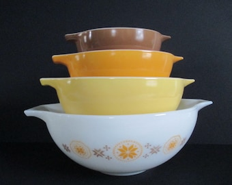 Set of 4 Pyrex Town & Country Cinderella Mixing Bowls Vintage