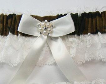 Camo garter MOSSY Oak CAMOUFLAGE wedding garters keep ivory Lace
