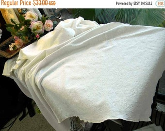 Small Jacquard Table Cloth Tablecloth in Soft Cream 5259