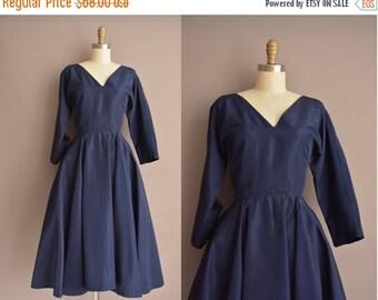 25% off SHOP SALE... 50s navy blue full skirt vintage dress / vintage 1950s dress