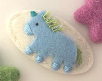 Felt hair clip -No slip -Wool felt -Pale blue unicorn -cream