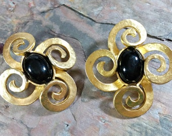 Haute Couture 1980s Chunky BIG Clip On Earrings Hammered Textured Black Gold Earrings Spiral Curls Black Focal Stone Fabulous Fashion Fun!