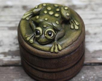 Custom frog ring box