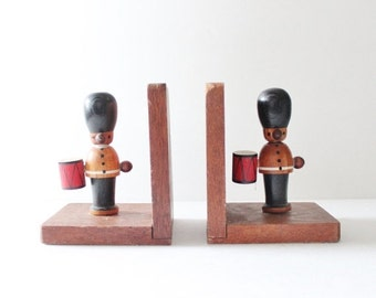 50% half off sale // Vintage 60s Earl Bernard Drummer Soldier Wooden Figurine Bookends