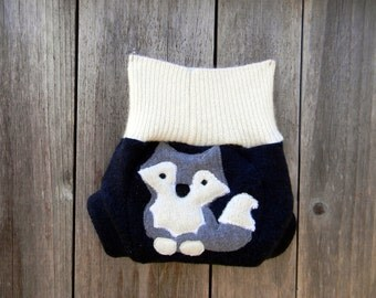 Upcycled Wool Soaker Cover Diaper Cover With Added Doubler White / Navy Blue With Wolf Applique NEWBORN 0-3M Kidsgogreen