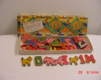 Vintage Trix Toy Educator Wood Letters Numbers & Toy Animals  17 - 223
