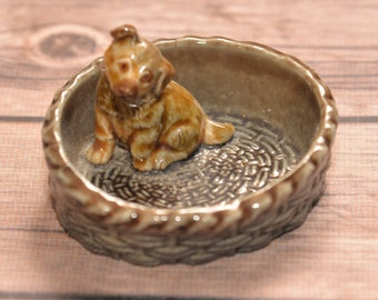Wade England Whimsy Large Dog in Basket 3 inches Ring Dish or holder Germand Shepherd or mutt puppy dog Red Rose Tea