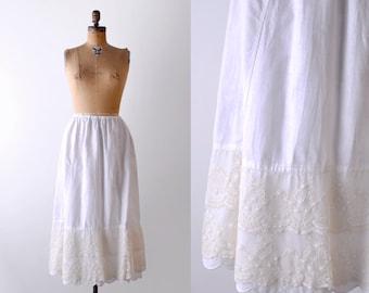 Antique lace petticoat. Edwardian skirt. chantilly lace. 1910's cotton slip. m. l.