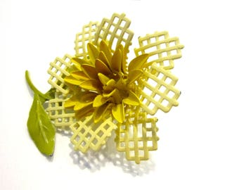 Vintage Yellow Waffle Flower Pin Enamel Brooch Gift for Her Gift for Mom Holiday Gift Idea Under 20 Hostess Gift