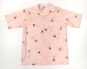 mens 1950s novelty print shirt • vintage pink juniors shirt • fraterinty prep