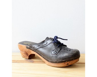 Lace Up Wood Clogs 7 1/2 • 70s Shoes • Vintage Clogs • Navy Shoes • Slip On Shoes • Distressed Leather Wooden Clogs • Blue Shoes | SH405