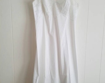 Vintage Vanity Fair Slip White With White Floral Lace 1960s Nylon Tricot Size 32 Short Made in the USA