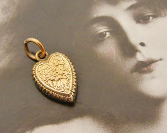 Lovely Victorian gold filled embossed heart charm forget me not and ivy