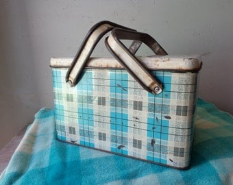 Vintage Willow Picnic Tin/Esky - Blue Plaid