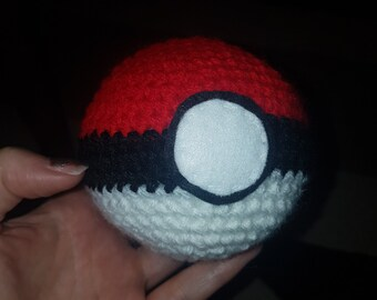 Crochet pokéball pokémon  handmade amigurumi catch them all