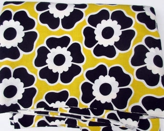 Big-n-Bold FLOWER POWER Vintage Cotton Fabric. Sold by the YARD.