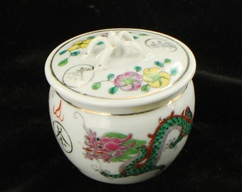 Antique Da Qing Qianlong Dual Dragon Trinket Jar Round w Lid Applied Handle