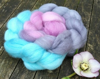 Hand dyed spinning fibre, Bluefaced Leicester, 130g, BFL combed tops, gradient dyed spinning fibre