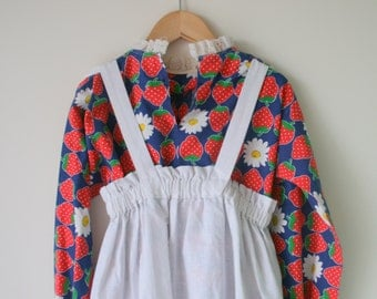 1960s STRAWBERRY Girls Dress..size 6 7 8 girls..kids. girls. children. retro. fruit. strawberries. checkered. fruit. ruffles. picnic. apron