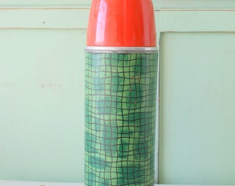 Vintage RETRO THERMOS....red. decor. retro. kitschy. campy. serving. eating. lunch. dinner. vintage housewares. kitchen. bright. atomic